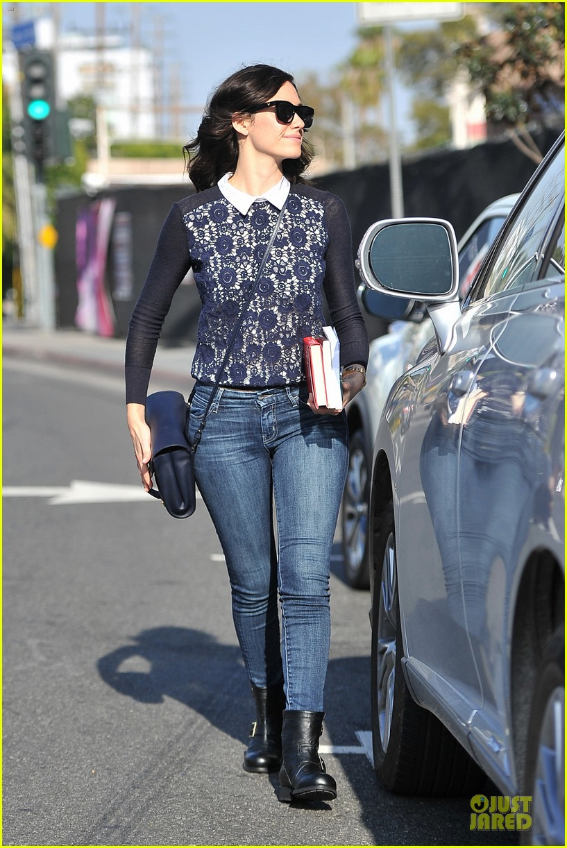 emmy rossum beautiful brainy book worm 133093727