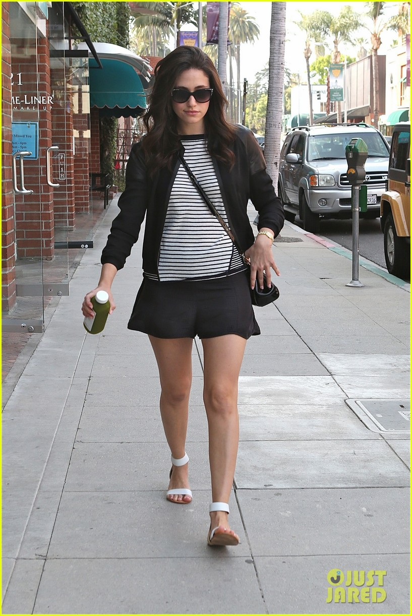 emmy rossum misses eating gluten but doesnt mean she cant smell it 053096741