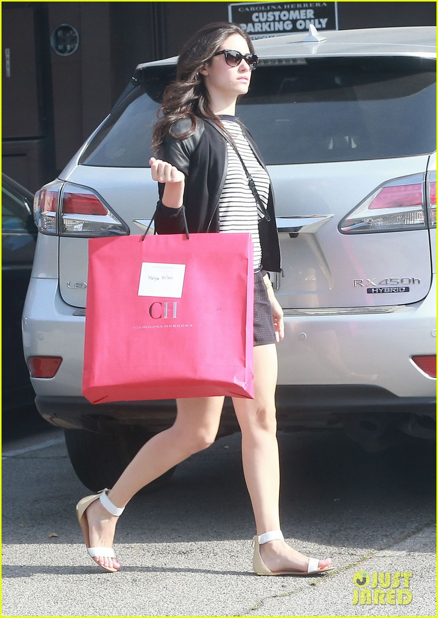 emmy rossum misses eating gluten but doesnt mean she cant smell it 083096744