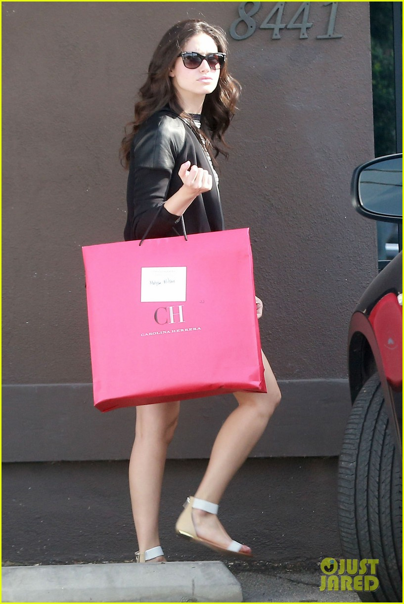 emmy rossum misses eating gluten but doesnt mean she cant smell it 133096749