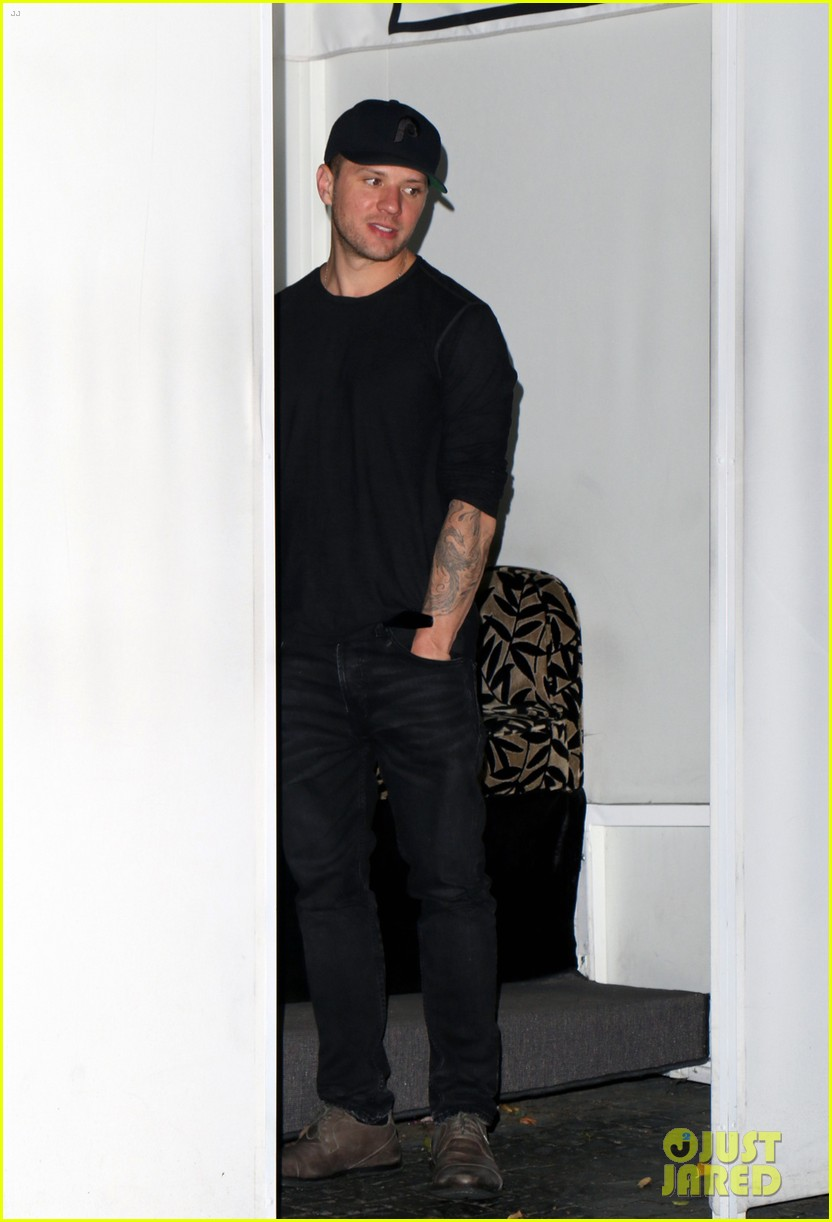 ryan phillippe has something to say about emojis 053085517