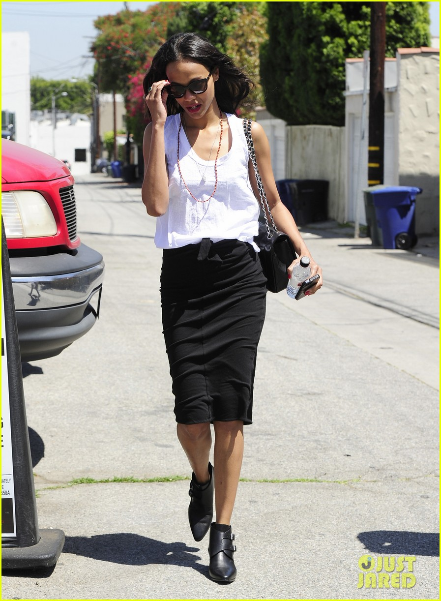 zoe saldana promotes paul walkers new movie nicest actor 123099231
