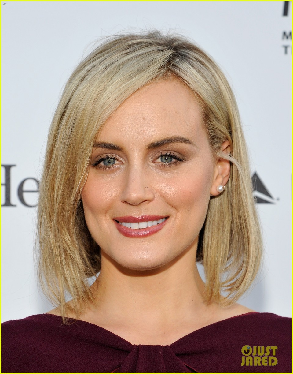 taylor schilling brie larson help tell reel stories 04