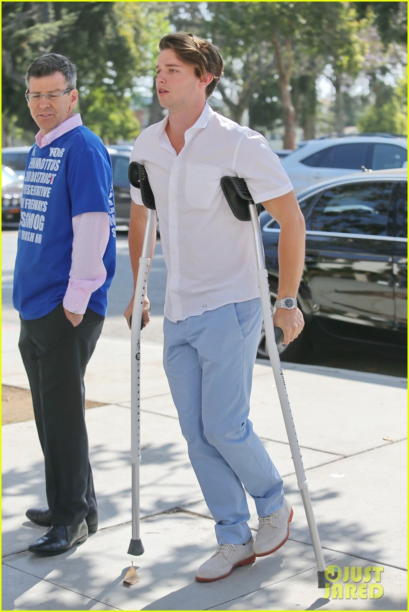 patrick schwarzenegger crutches easter sunday 013096337