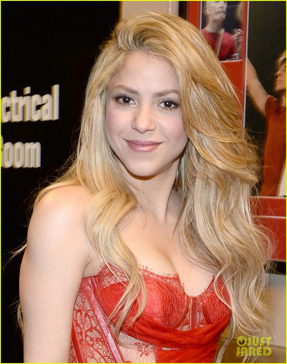 shakira blake shelton medicine acm awards 2014 03