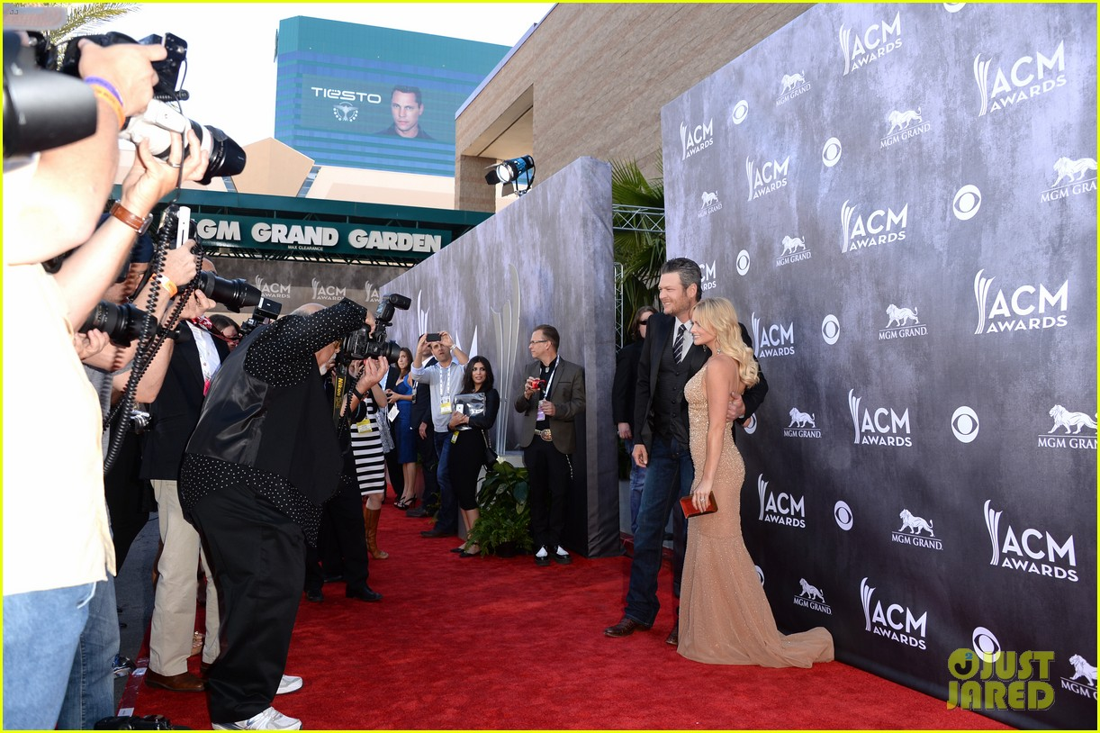 blake shelton miranda lambert acm awards 2014 red carpet 143085738