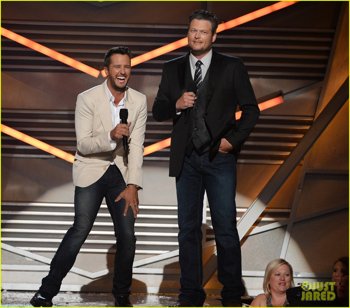 blake shelton disses britney spears at acm awards 2014 043085845