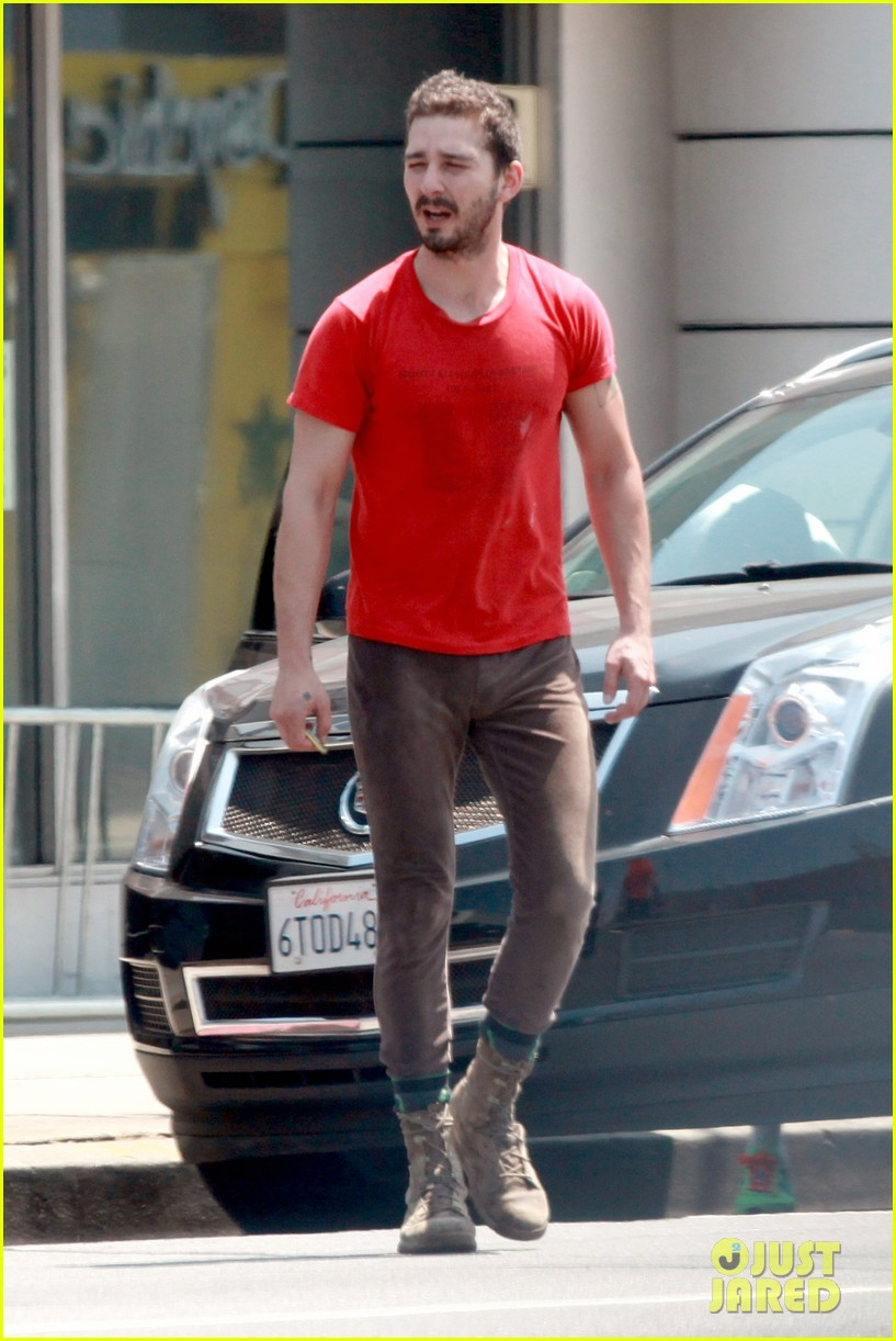 shia labeouf wears one of his favorite outfits for gym workout 013097429