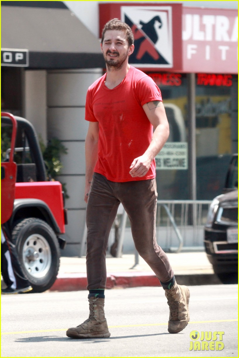 shia labeouf wears one of his favorite outfits for gym workout 073097435
