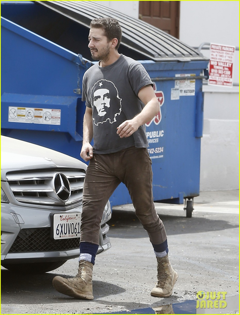 shia labeouf reportedly bought lunch for a homeless man 013094447