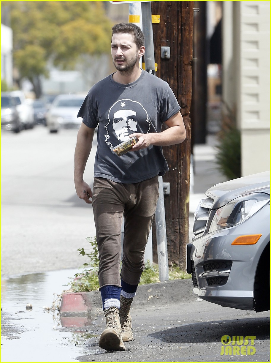 shia labeouf reportedly bought lunch for a homeless man 033094449