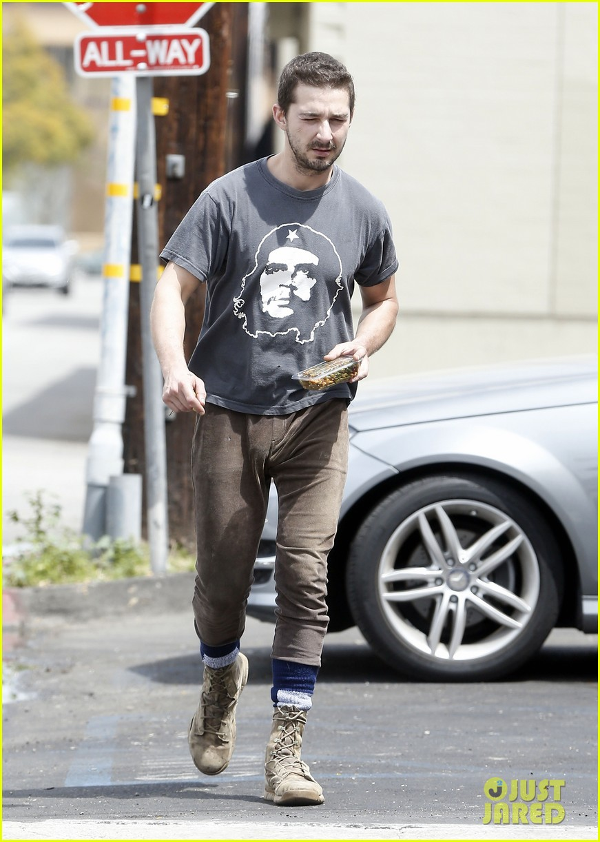 shia labeouf reportedly bought lunch for a homeless man 05