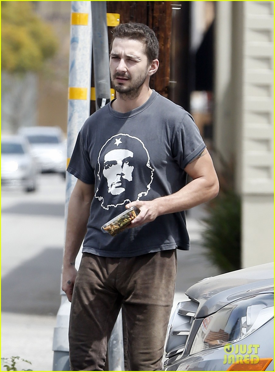 shia labeouf reportedly bought lunch for a homeless man 07