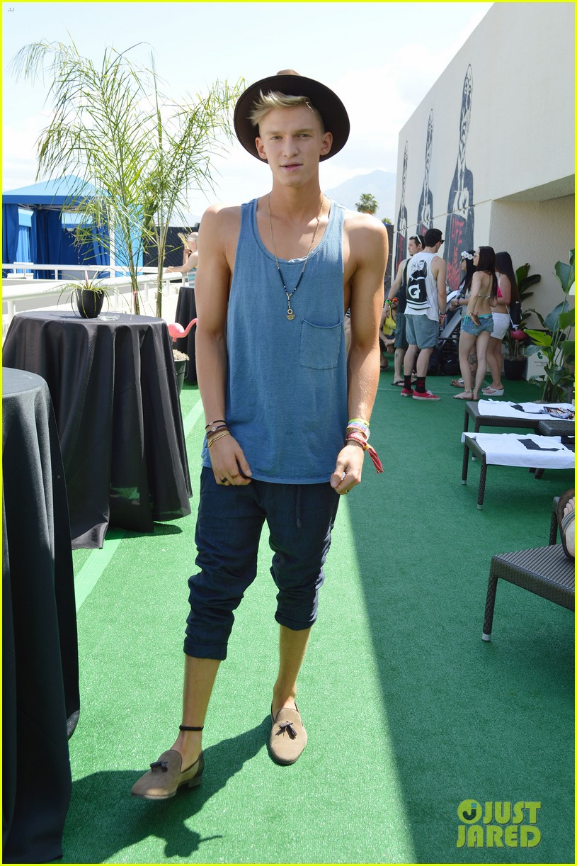 cody simpson meets up with victoria justice at coachella 303095443
