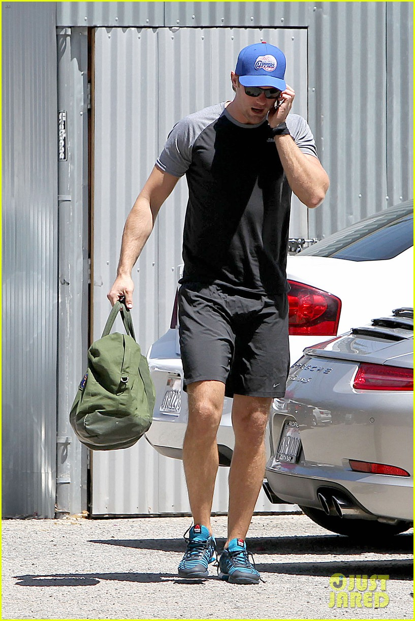 alexander skarsgard back at the gym 10