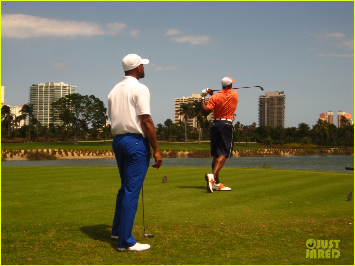 will smith tees off with pals at golf course in miami 023092826