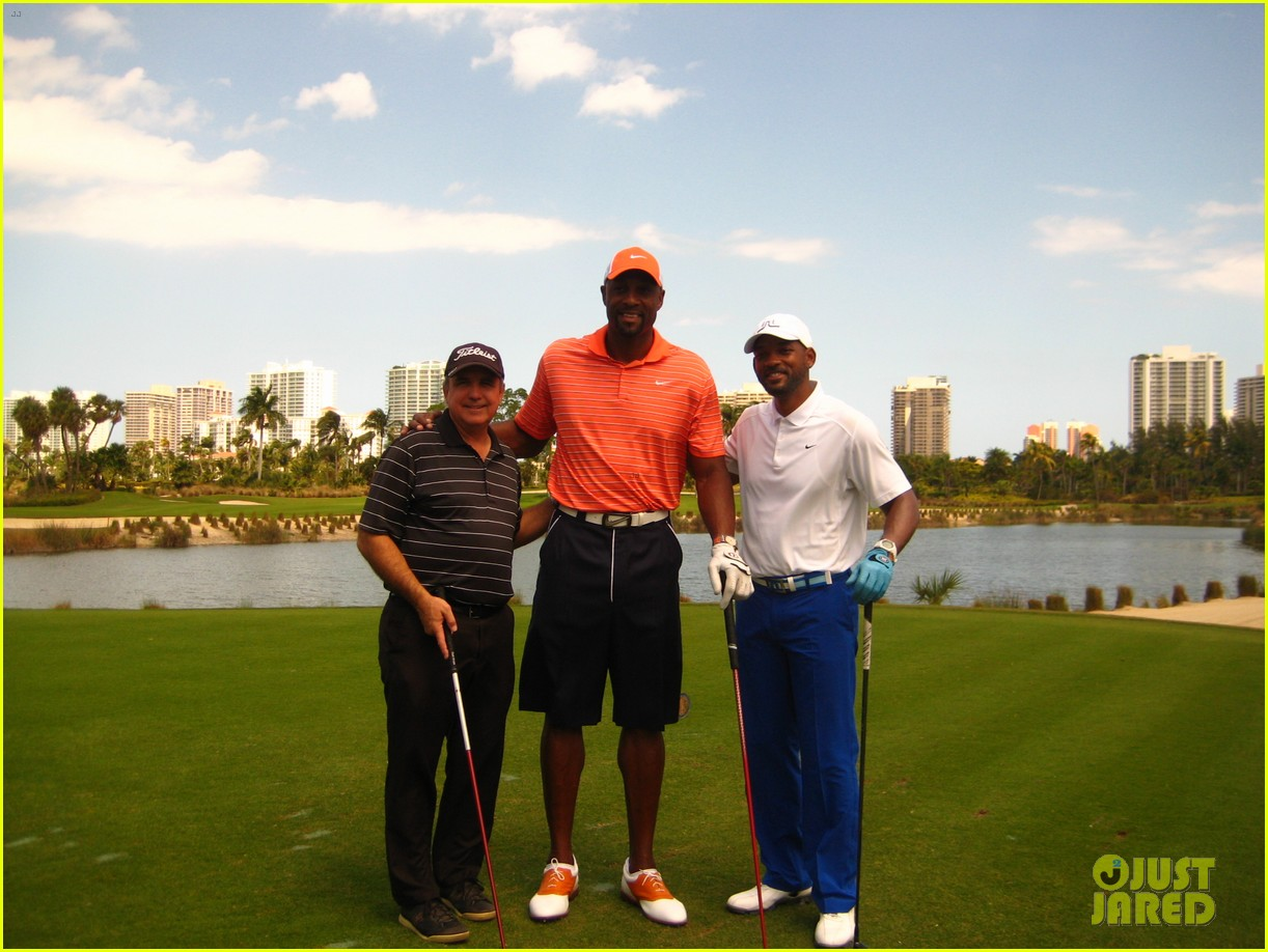 will smith tees off with pals at golf course in miami 033092827