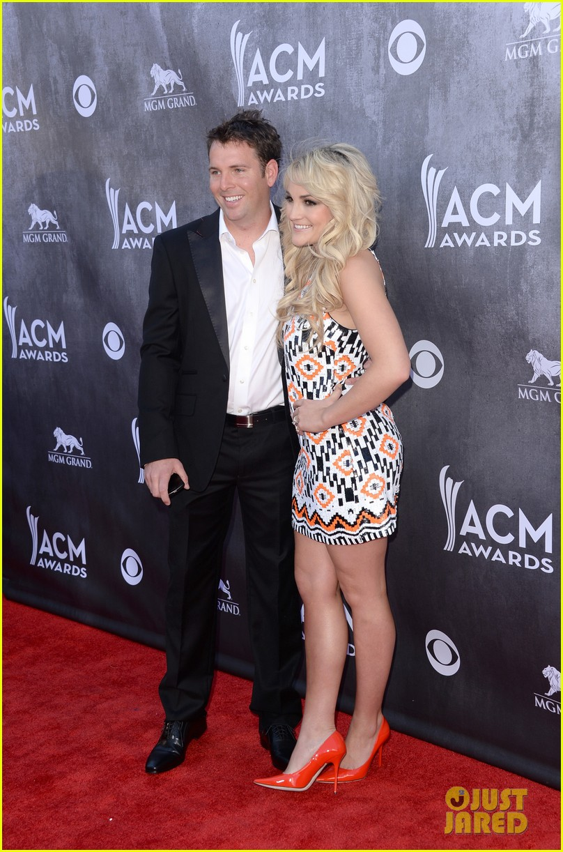 jamie lynn spears new hubby jamie watson are picture perfect at acm awards 2014 033085712