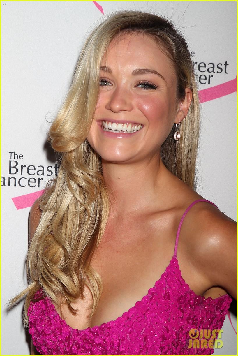 hailee steinfeld sara bareilles fight breast cancer 043101028