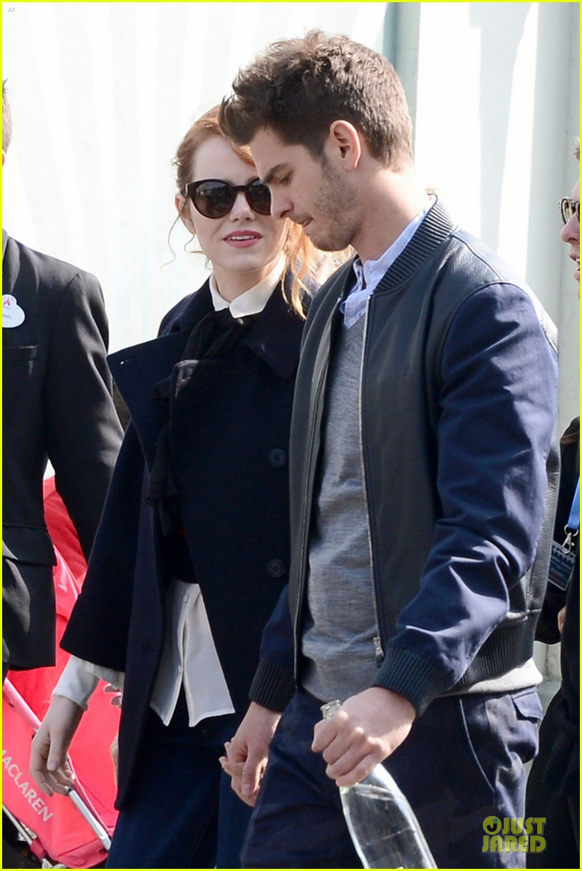 emma stone andrew garfield hold hands at disneyland 11