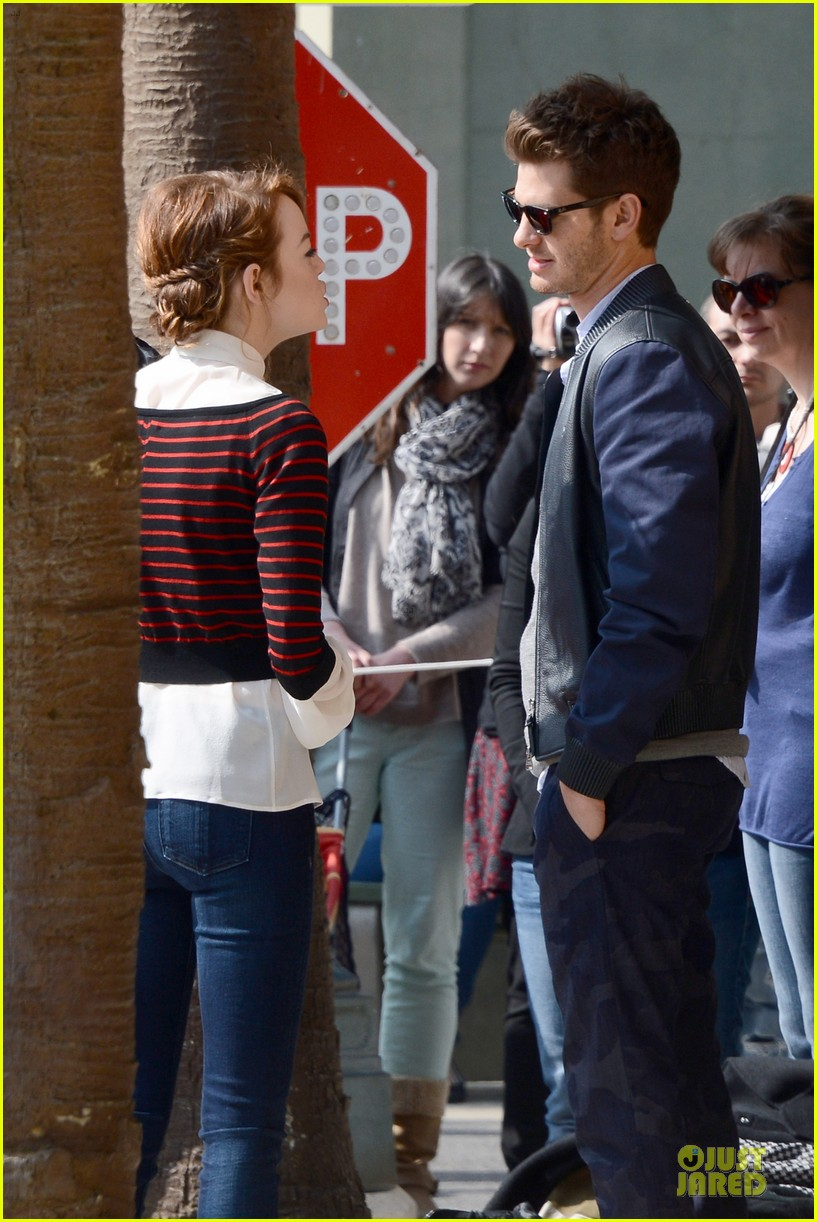 emma stone andrew garfield hold hands at disneyland 13
