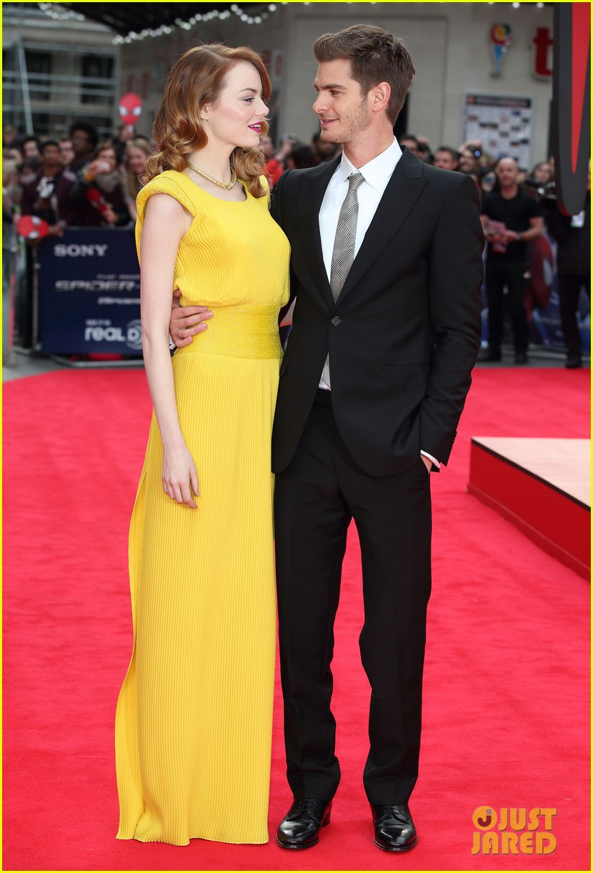 emma stone andrew garfield eyes for each other spider man 2 premiere 053088429