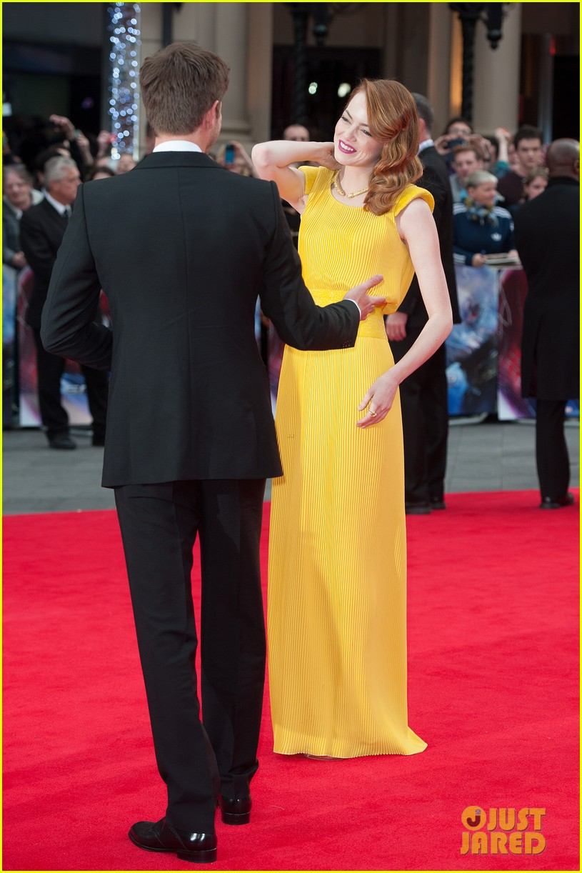 emma stone andrew garfield eyes for each other spider man 2 premiere 183088442