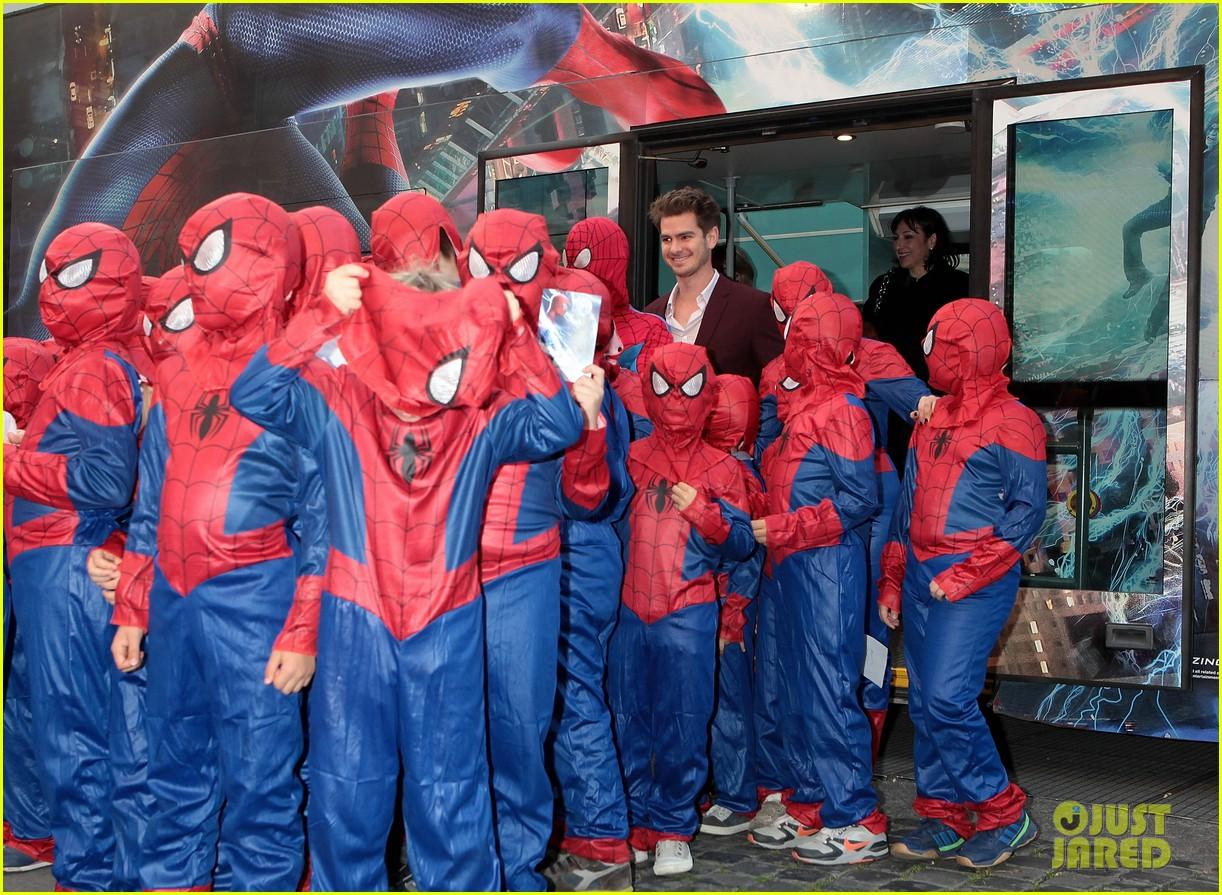 emma stone funny pose spider man 2 rome premiere 103092150