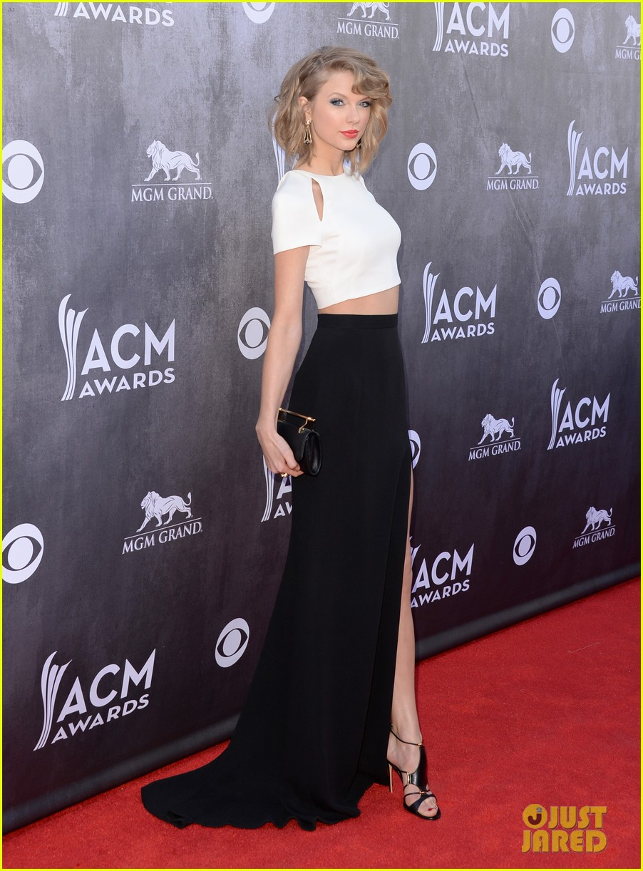 taylor swift acm awards 2014 red carpet 063085793