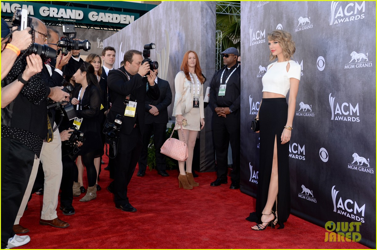 taylor swift acm awards 2014 red carpet 123085799