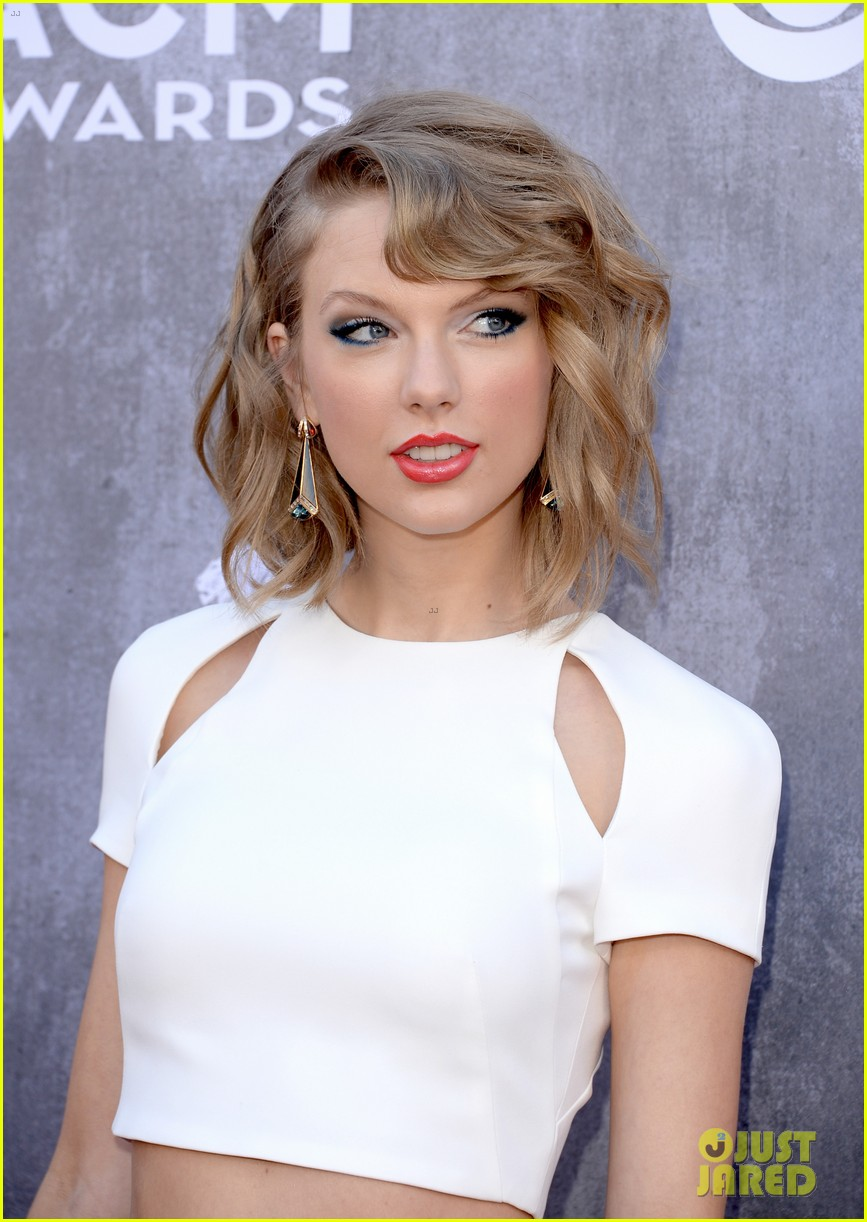 taylor swift acm awards 2014 red carpet 153085802