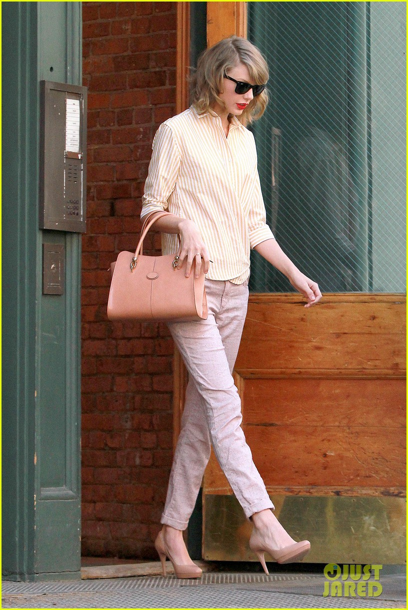 taylor swift makes another new friend in olympian gracie gold 013088462