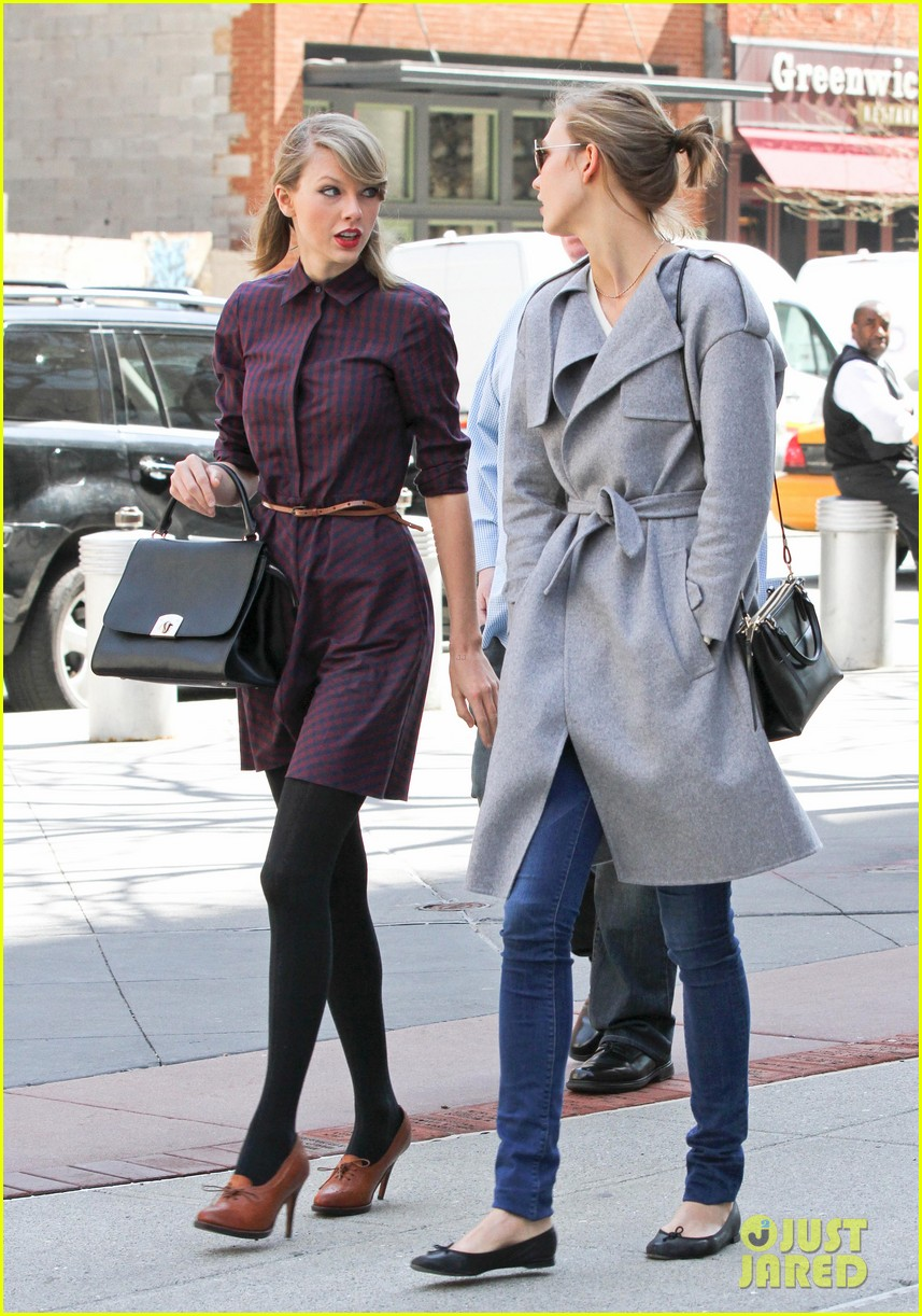 taylor swift visits another childrens hospital spends five hours with sick kids 073084008