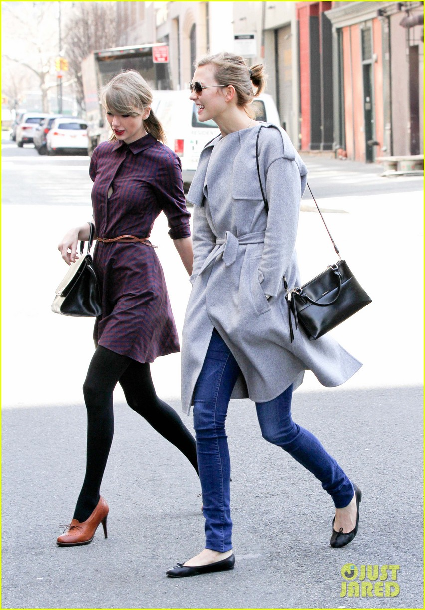taylor swift visits another childrens hospital spends five hours with sick kids 113084012