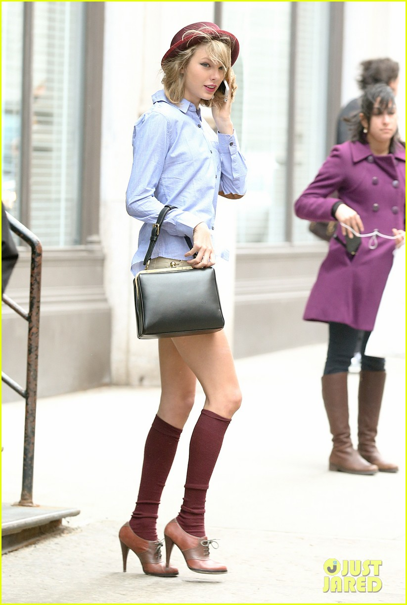 taylor swift wears knee high socks heels looks so cute 10
