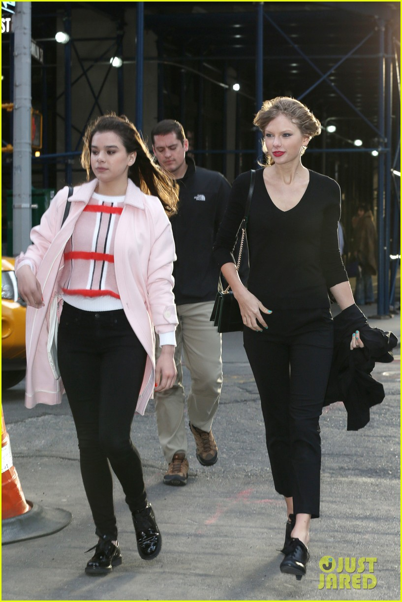 taylor swift hailee steinfeld get caught in the wind 063100550