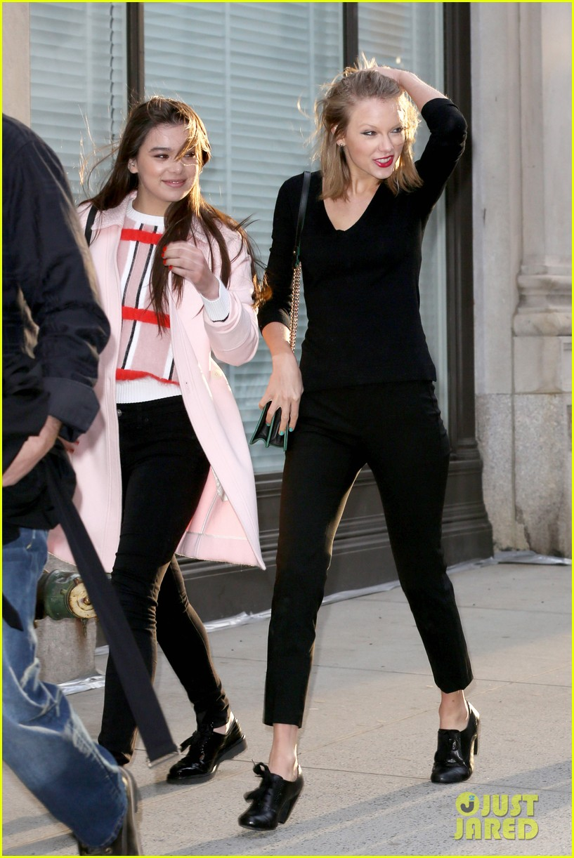 taylor swift hailee steinfeld get caught in the wind 08