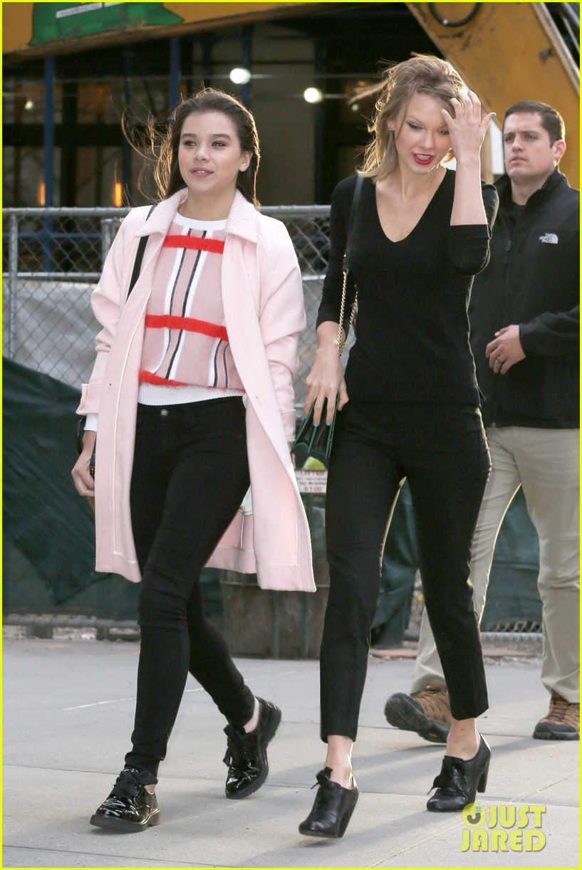 taylor swift hailee steinfeld get caught in the wind 143100558