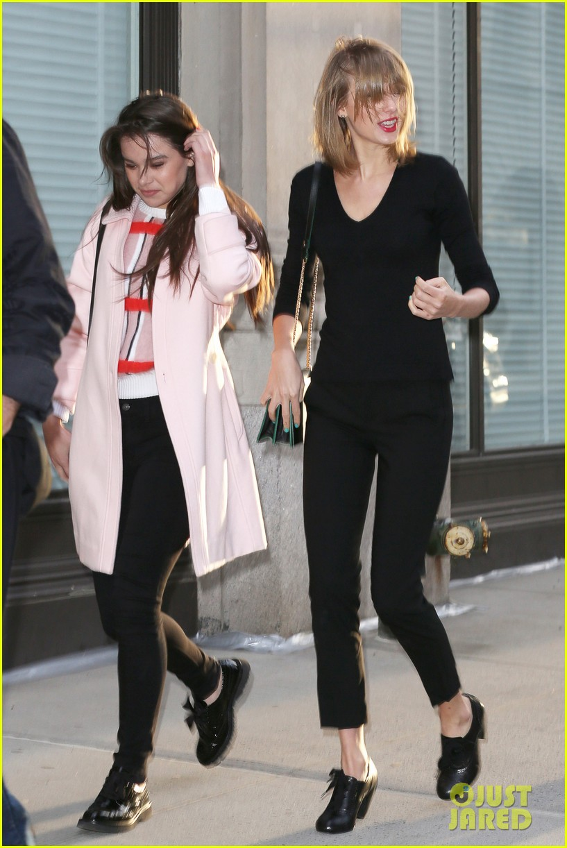 taylor swift hailee steinfeld get caught in the wind 173100561
