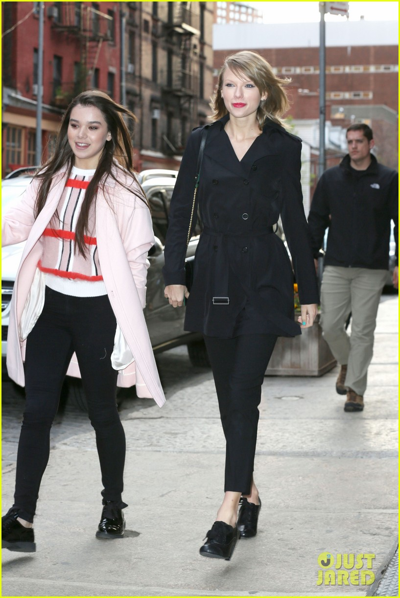taylor swift hailee steinfeld get caught in the wind 183100562