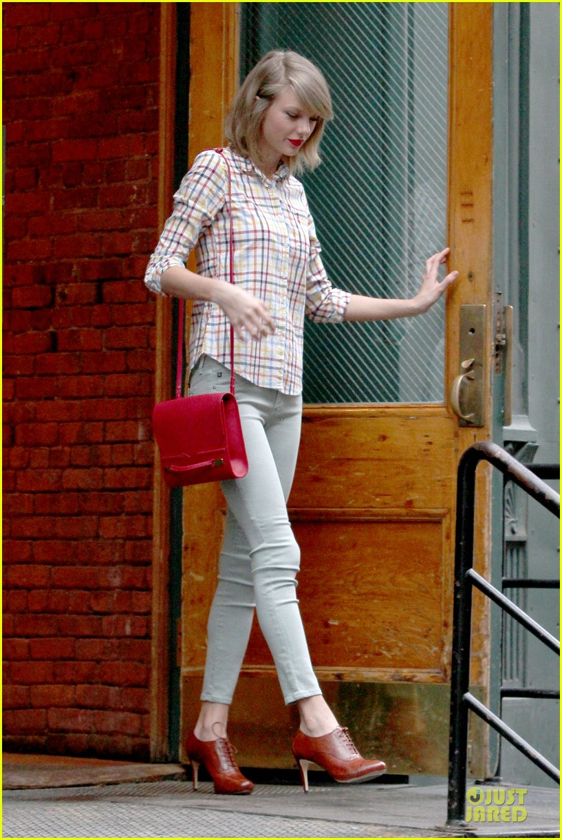 taylor swift hipster in nyc 01