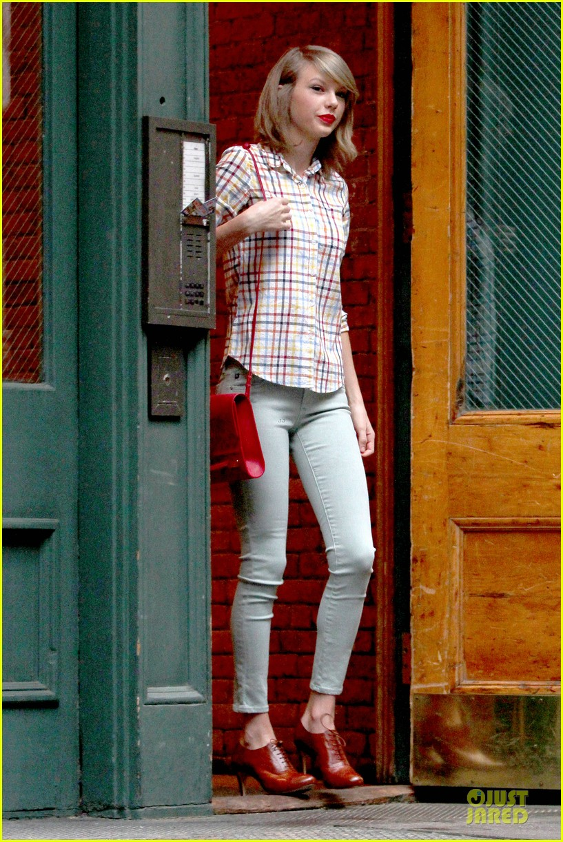 taylor swift hipster in nyc 033092776