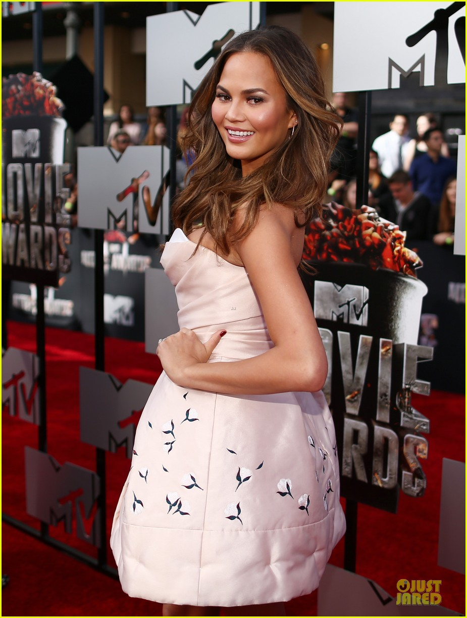 chrissy teigen mtv movie awards 2014 023091131