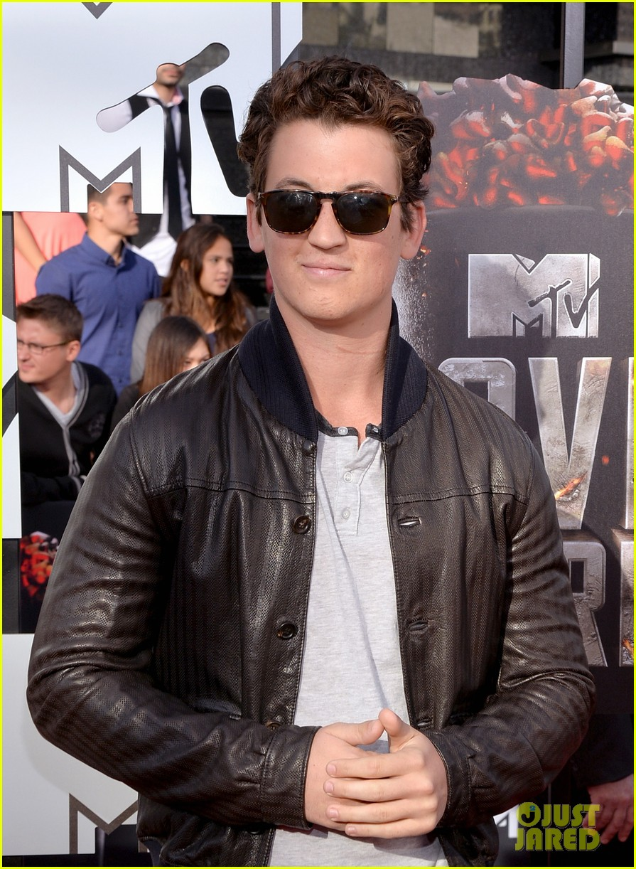 miles teller is all about the shades on the mtv movie awards red carpet 2014 02