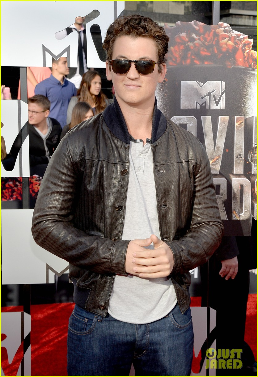 miles teller is all about the shades on the mtv movie awards red carpet 2014 043091220