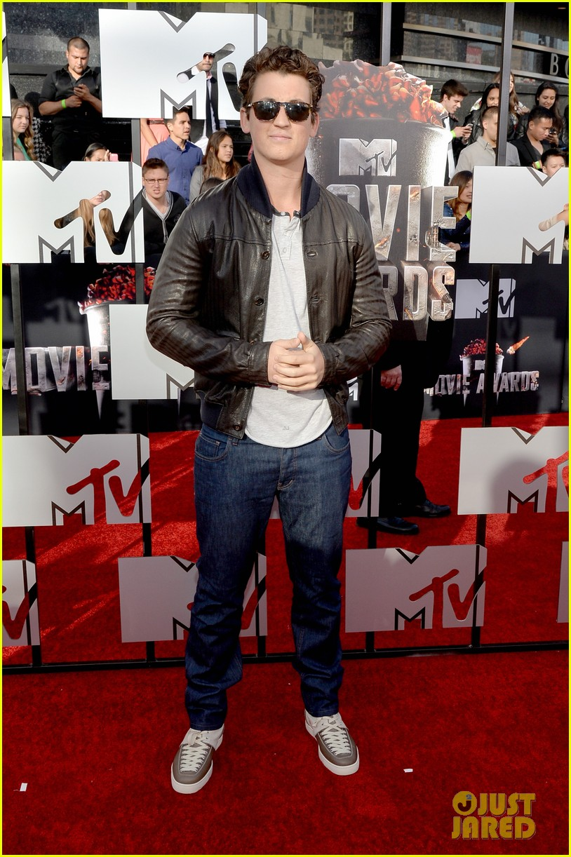 miles teller is all about the shades on the mtv movie awards red carpet 2014 053091221
