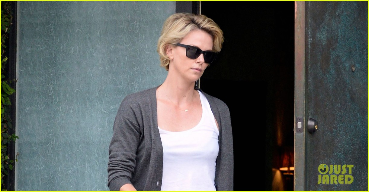 charlize theron emerges after exciting sean penn movie news 033089073