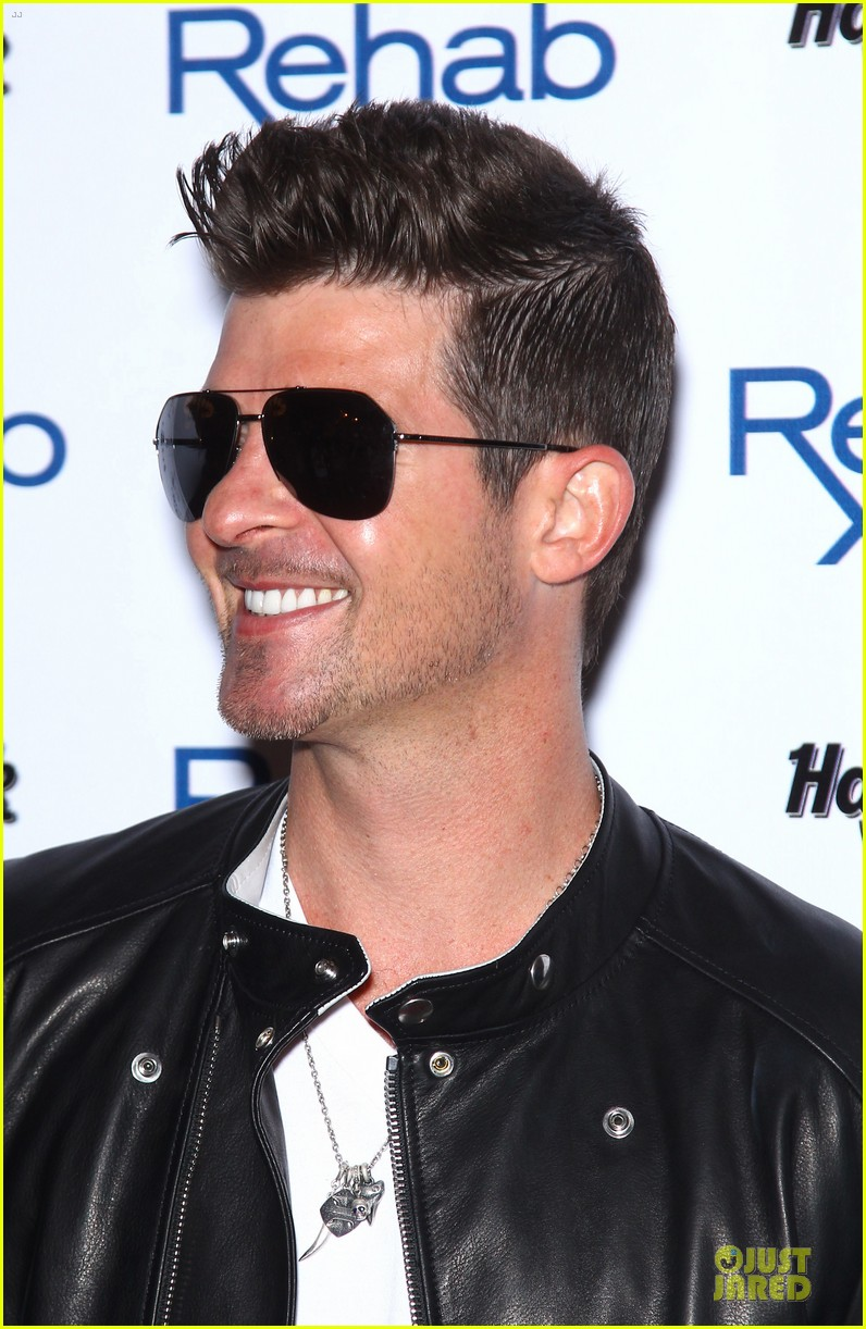 robin thicke shirt off at vegas pool party 063089836