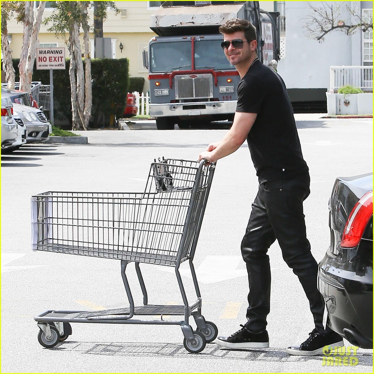 robin thicke iheartradio music awards voting 053084963