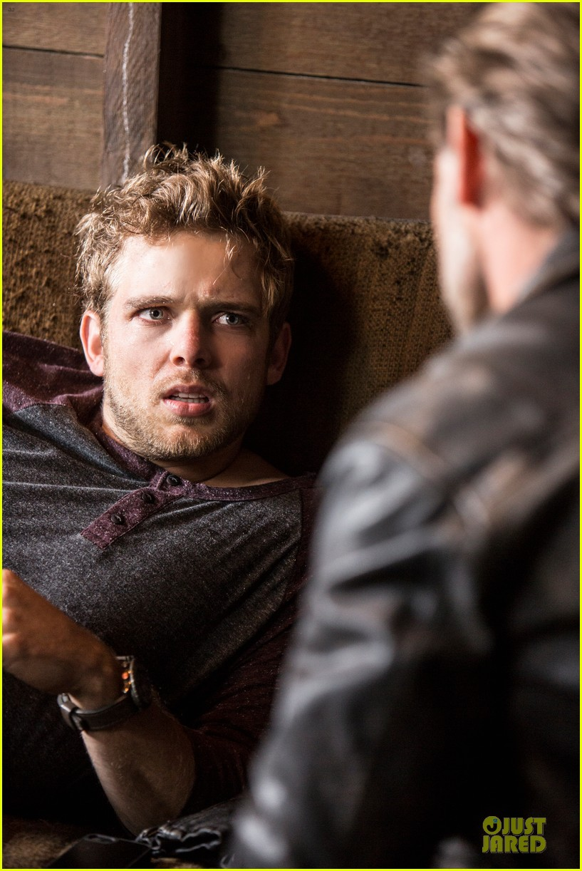max thieriot talks shirtless scene in bates motel 03